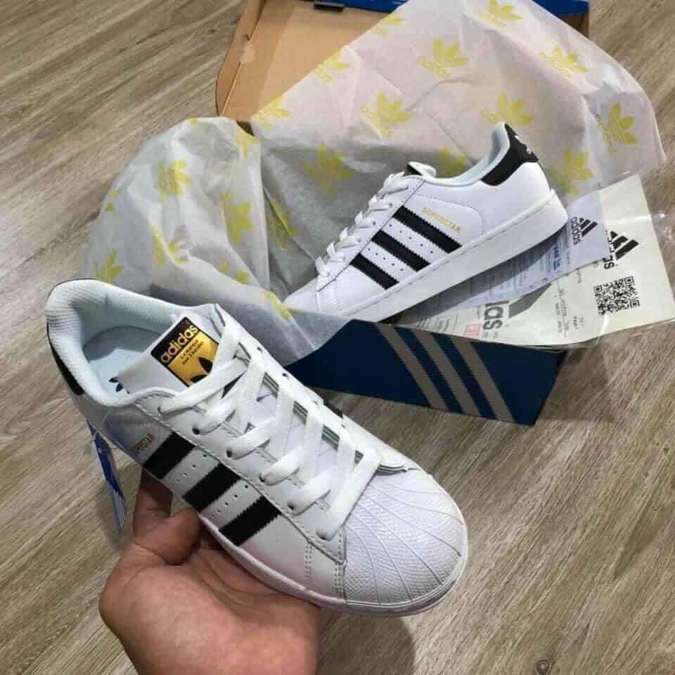 Giày Adidas sò tem vàng làm mưa làm gió trong cộng đồng Sneaker