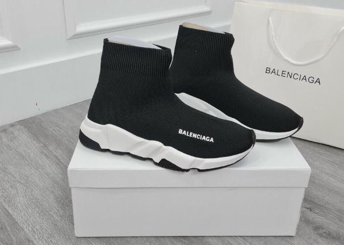 Balenciaga Speed rep 1:1 có thiết kế được tối giản hóa đến mức thấp nhất, chỉ có phần thân và đế giày