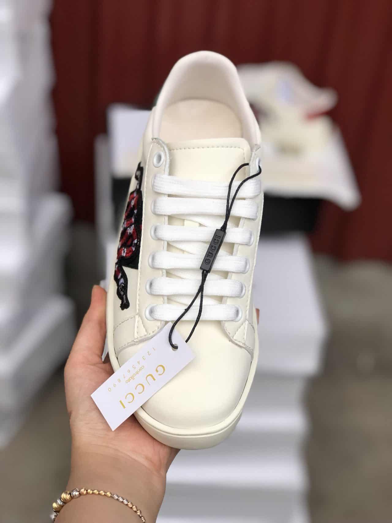 Giày Gucci Rắn rep 1:1 có thiết kế theo phong cách năng động và đầy ấn tượng