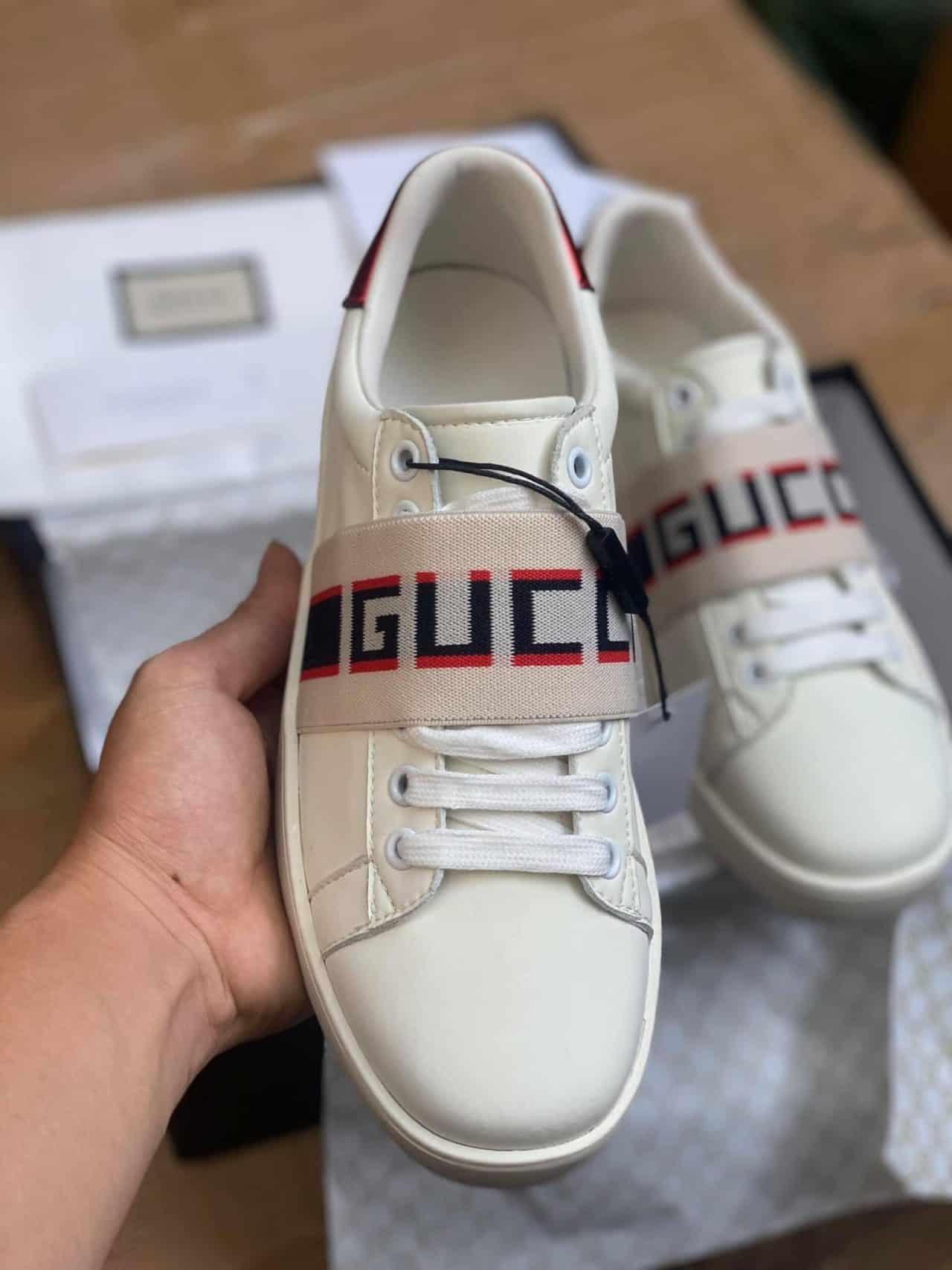 Giày Gucci Đai Chun Rep 1:1 là thiết kế đột phá gây ấn tượng mạnh