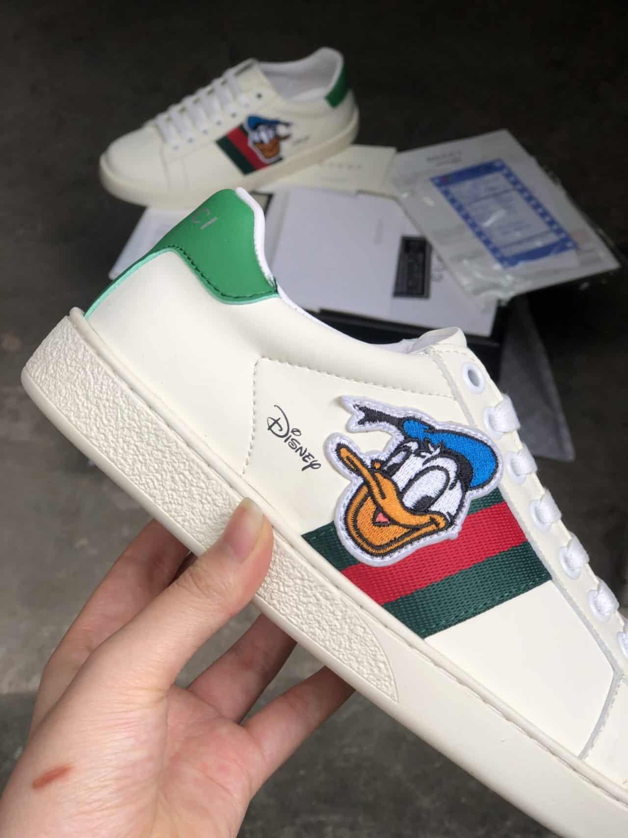 Giày Gucci Vịt rep 1:1 có thiết kế gọn gàng với màu Trắng trang nhã