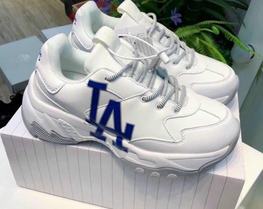 Mang giày MLB LA rep 1:1 giúp bạn thể hiện phong cách thời trang