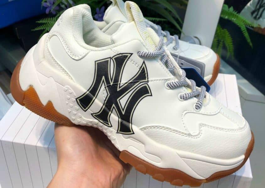 Giày MLB Đế Nâu Rep 1:1 được gia công tỉ mỉ từng đường kim mũi chỉ