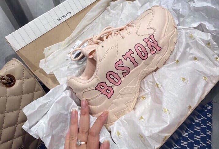 Giày MLB Hồng rep 1:1 có thiết kế nhẹ nhàng, đậm chất bánh bèo