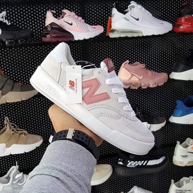 Giày thể thao New Balance Hồng replica đang được nhiều giới trẻ săn lùng hiện nay
