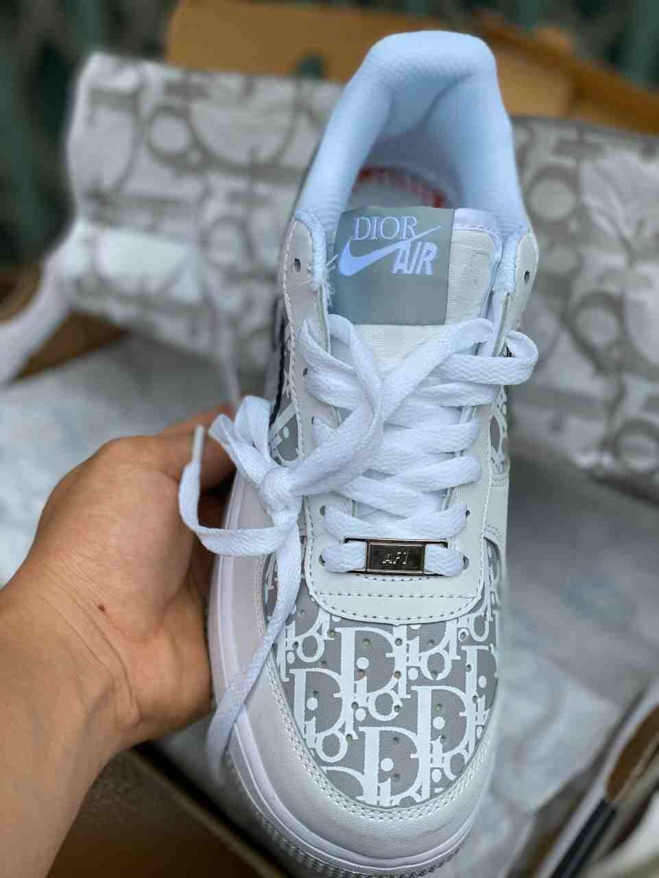 Mẫu Nike Air Force 1 Dior rep 1:1 được nhiều người yêu thích bởi thiết kế đẳng cấp
