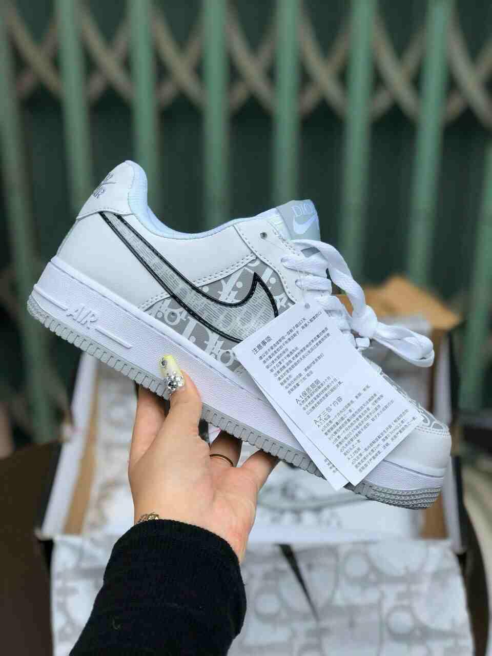 Đế giày Nike Air Force 1 Dior rep 1:1 làm từ chất liệu cao su nguyên khối có độ đàn hồi tốt