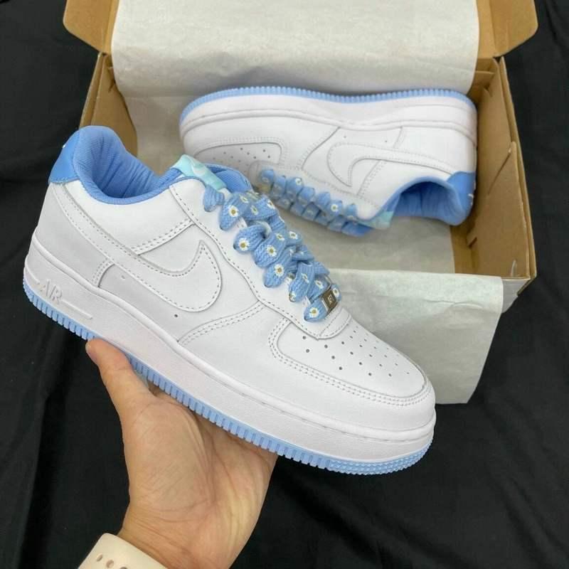 Dây giày Nike Air Force 1 Xanh rep 1:1 được trang trí họa tiết hoa trắng nhỏ độc đáo và trẻ trung