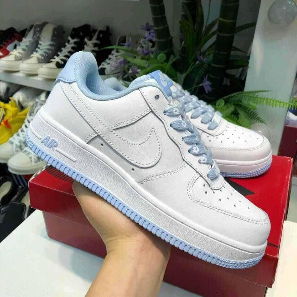 Dòng sản phẩm Air Force 1 Xanh đến từ thương hiệu Nike có thiết kế tối giản và màu sắc tươi sáng
