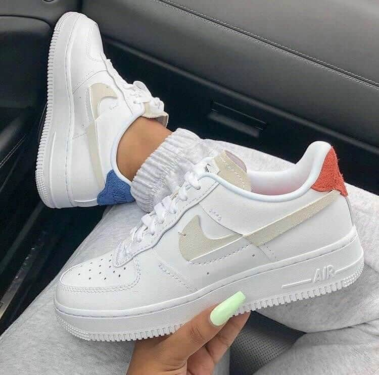 Gót giày được thiết kế với 2 màu riêng biệt độc đáo