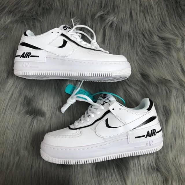 Giày thể thao Nike Air Force 1 phiên bản trắng viền đen độc đáo, ấn tượng, thu hút ánh nhìn