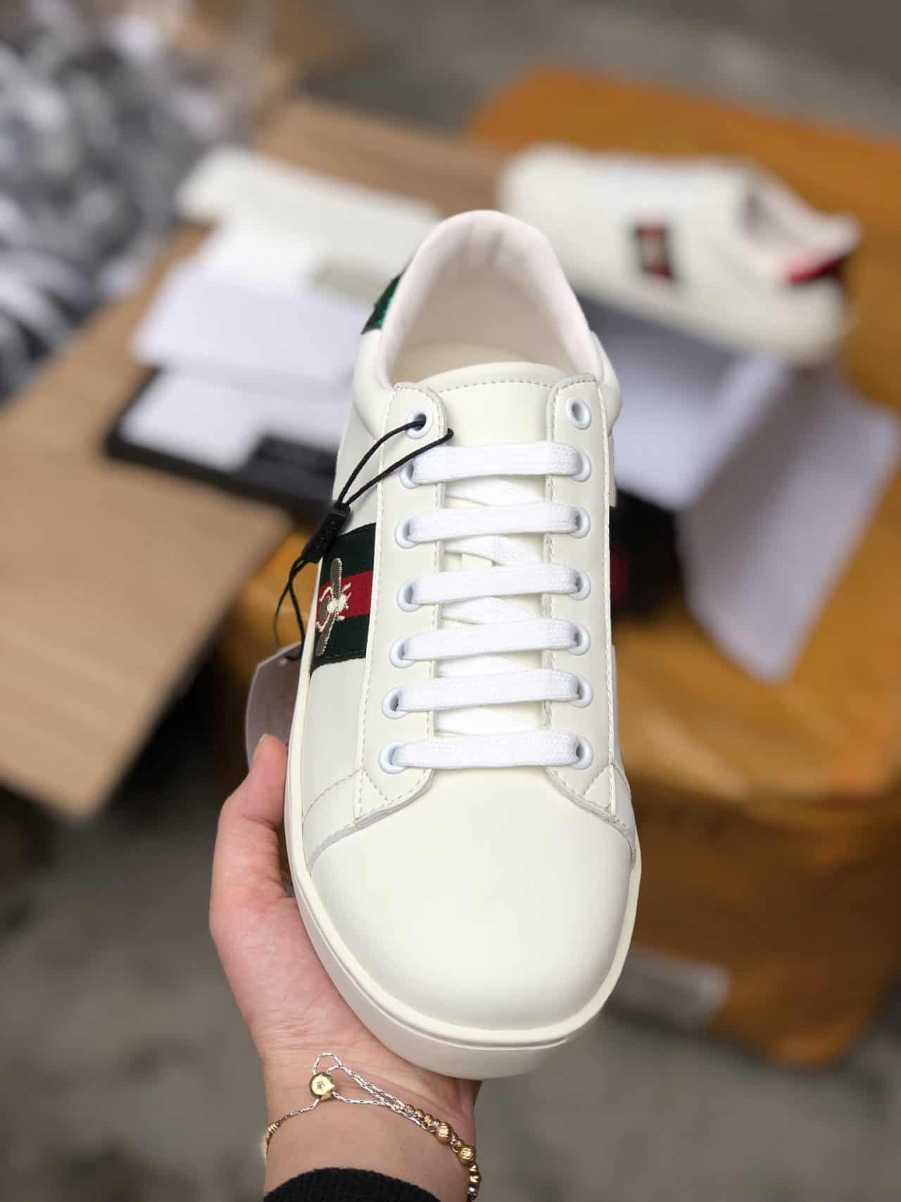 Mẫu giày form đứng dáng, ôm sát bàn chân
