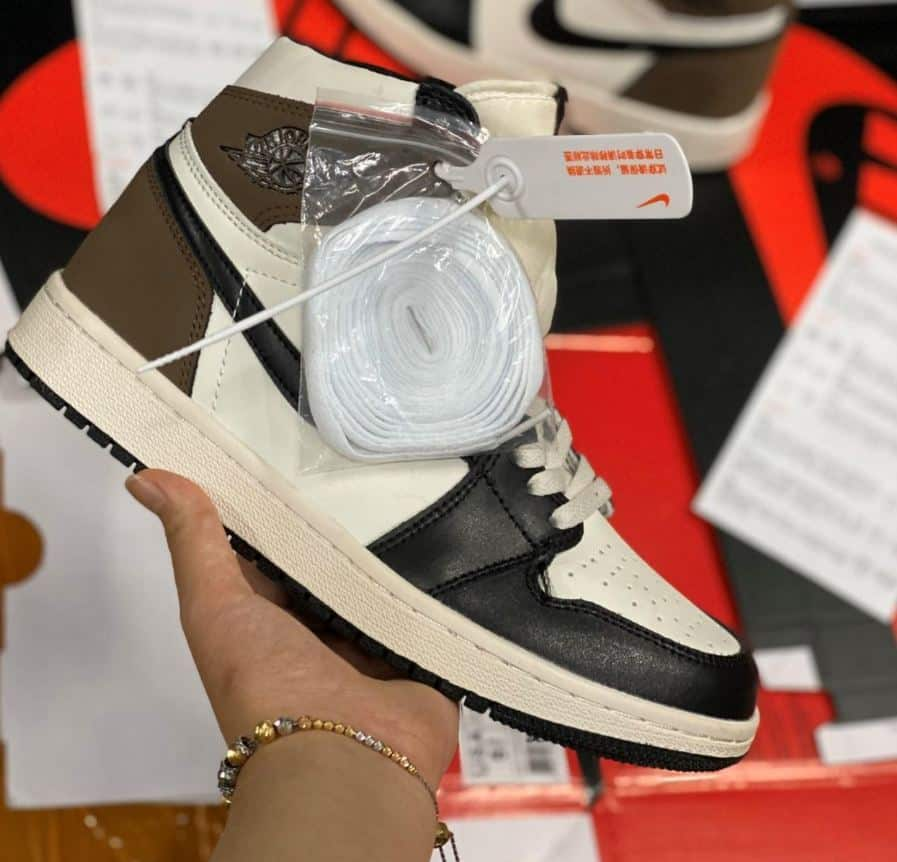 """Giày Jordan 1 High Mocha rep 1:1 có phần dây dài giúp bạn """"biến hóa"""" nhiều kiểu buộc"""