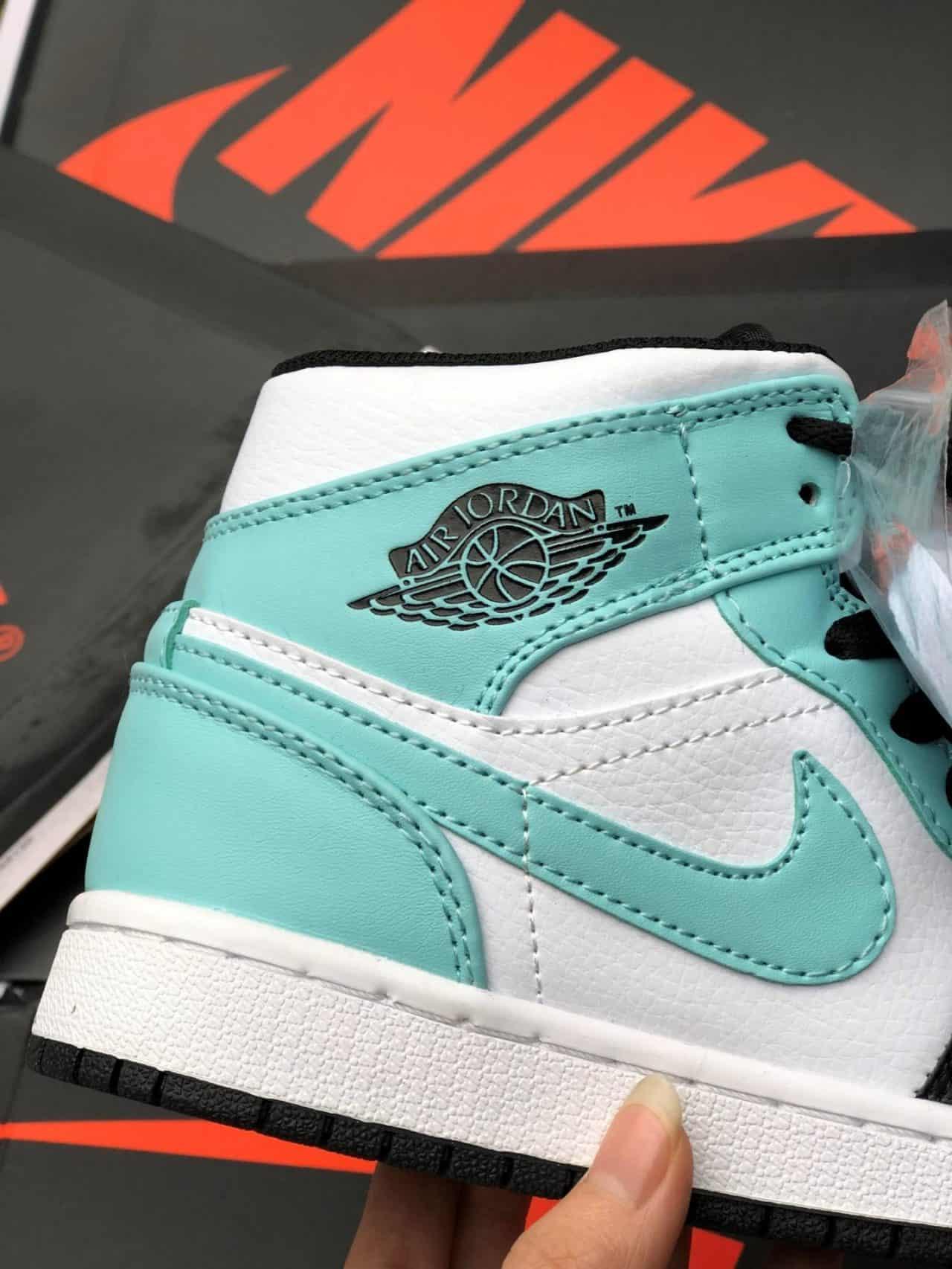 Giày Jordan 1 High Xanh Nhạt rep 1:1 là mẫu được nhiều bạn mê Sneaker săn đón