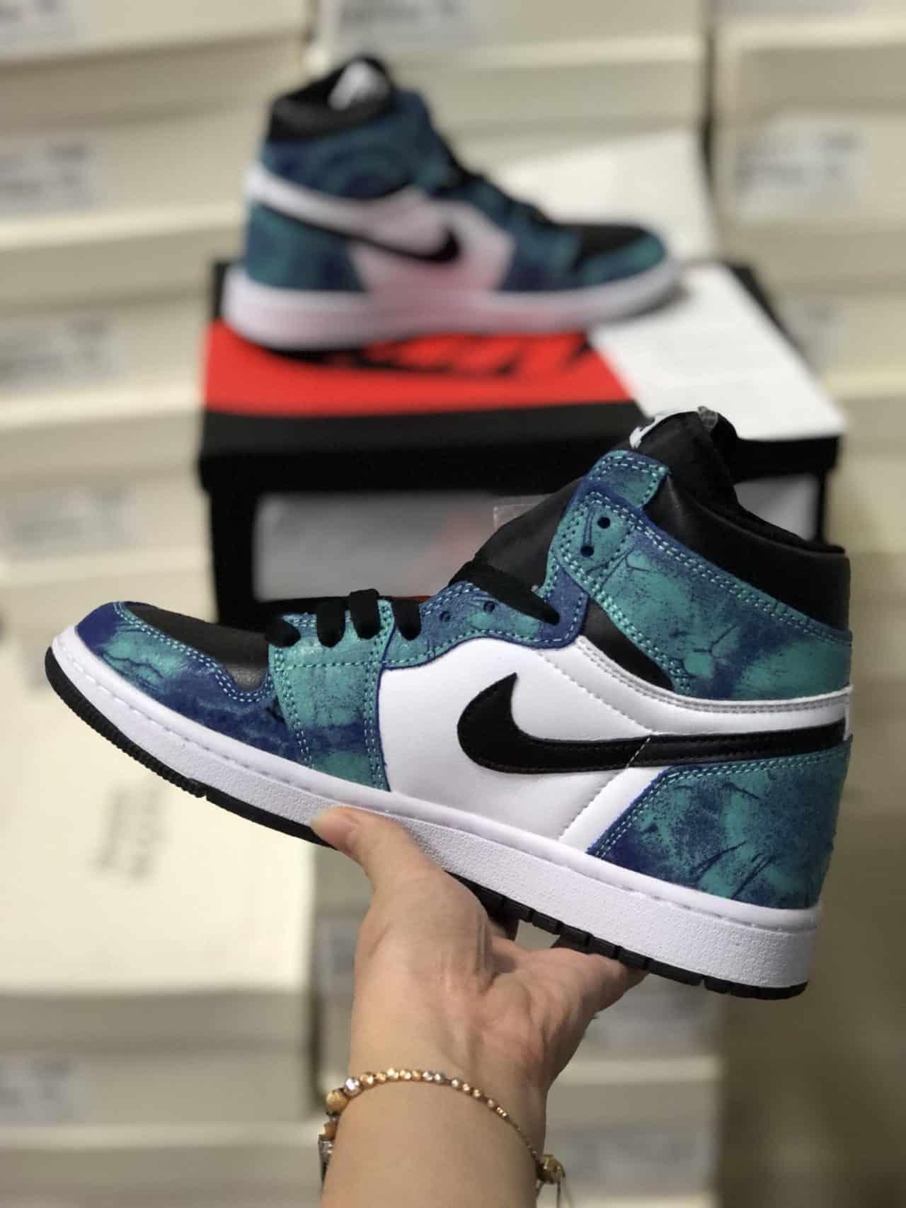 Giày Jordan 1 High Tie Dye rep 1:1 là một siêu phẩm đình đám trong giới Sneaker