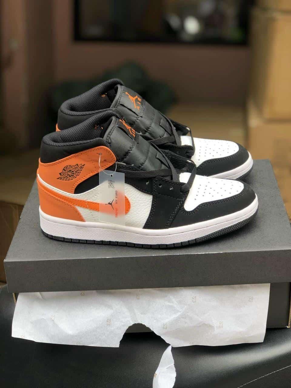 Giày Jordan 1 High Cam rep 1:1 có thiết kế độc đáo