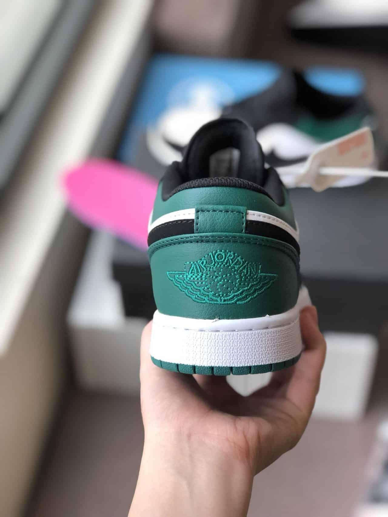 Phần sau đế giày Nike Air Jordan 1 Low Xanh Đen Rep 1:1 được in nổi Snook
