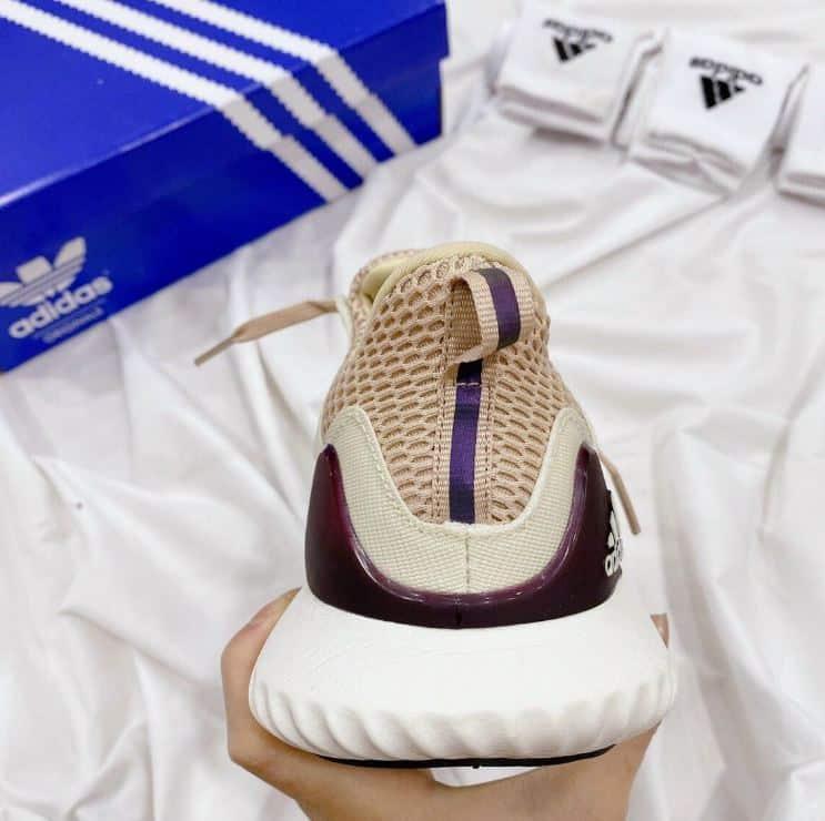 Giày Alphabounce Kem Hồng rep 1:1 có phần gót thiết kế đặc biệt