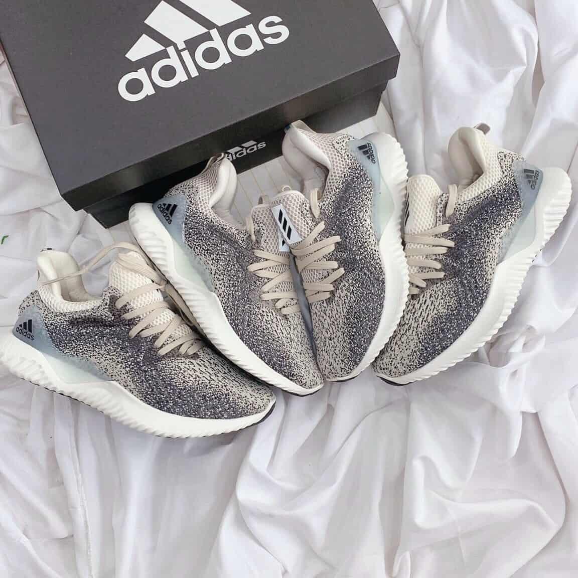 Đôi giày sở hữu màu muối tiêu đẹp – độc – lạ