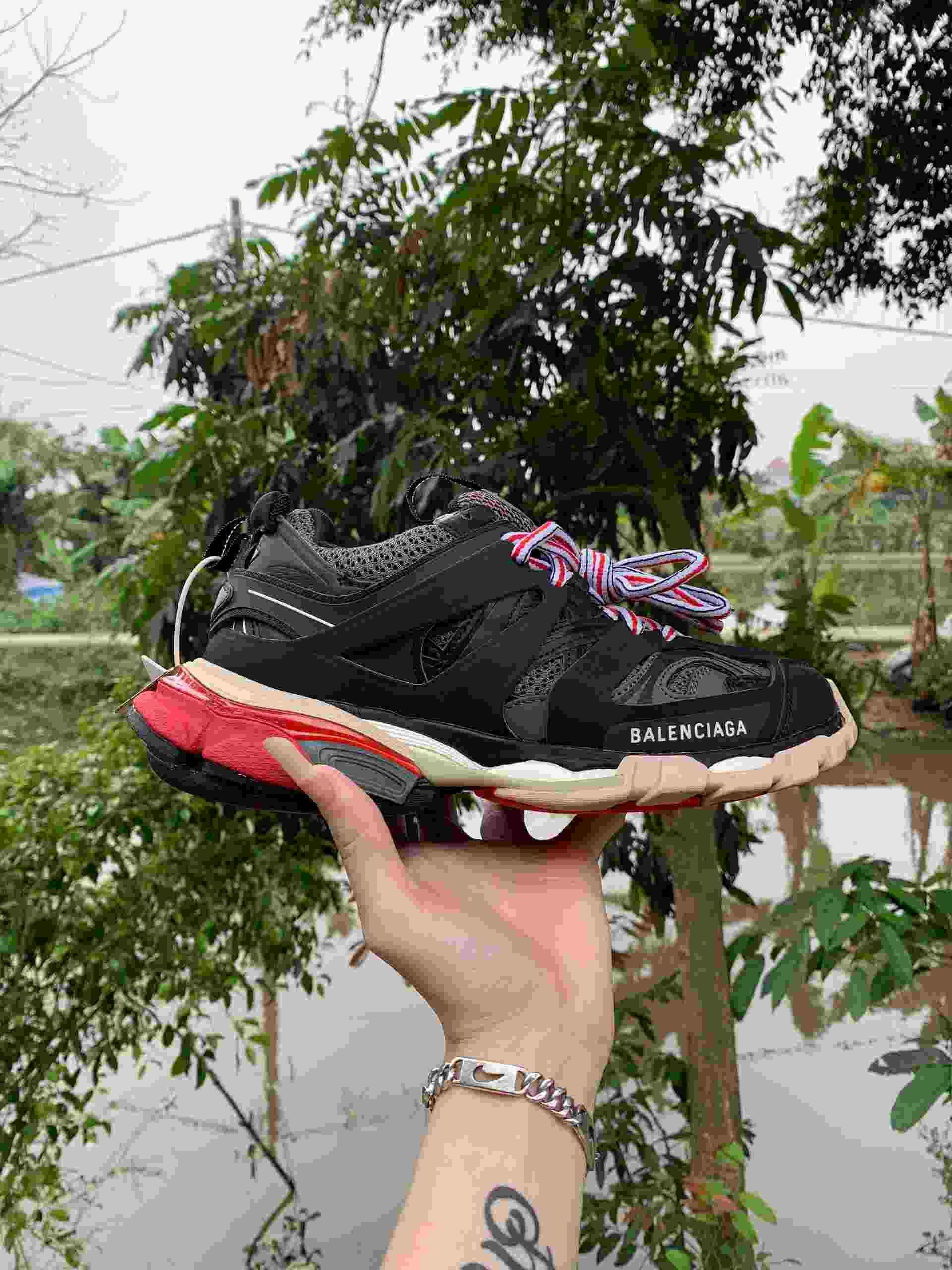Giày Balenciaga Track Đỏ Đen là dòng Sneaker đến từ thương hiệu Balenciaga