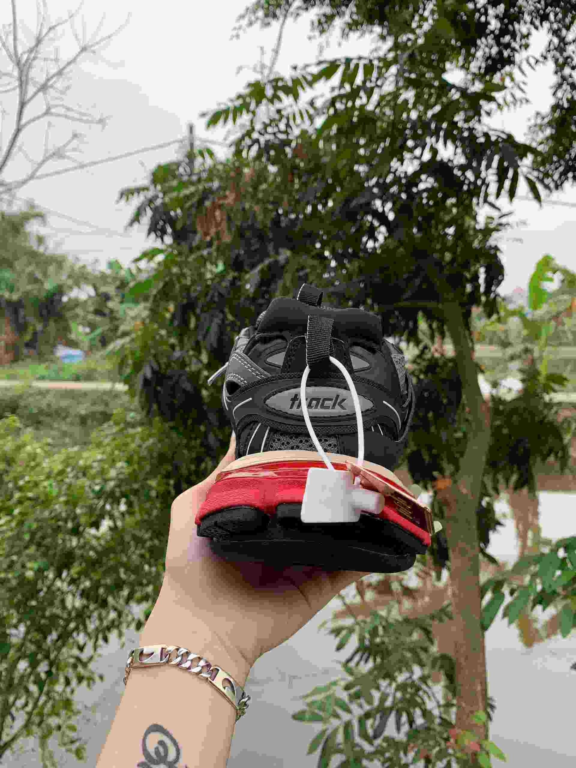 Phần đế giày Balenciaga Track Đỏ Đen gồm 3 lớp khác nhau