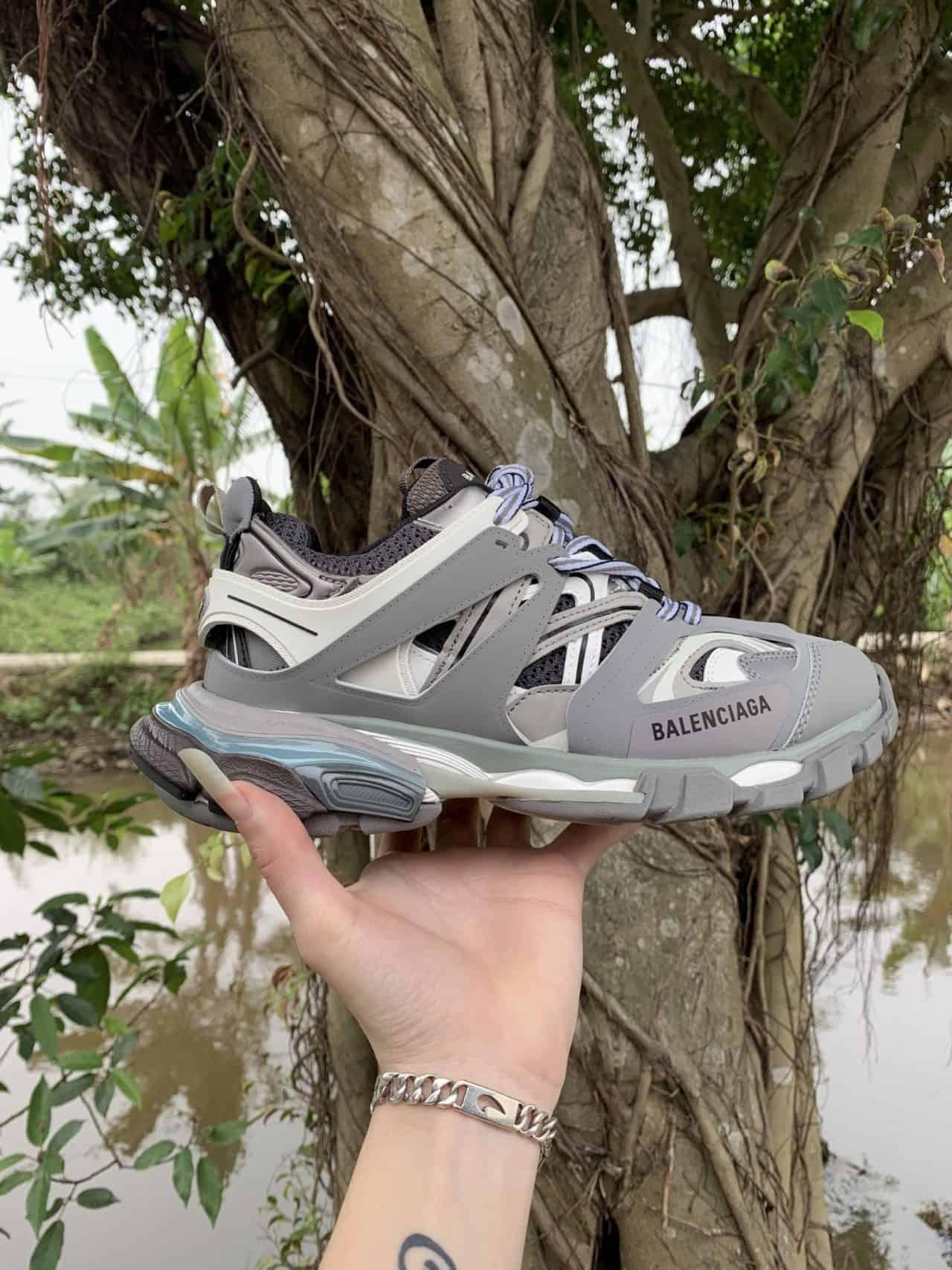 Giày Balenciaga có thiết kế nhiều tầng nhiều lớp đặc trưng