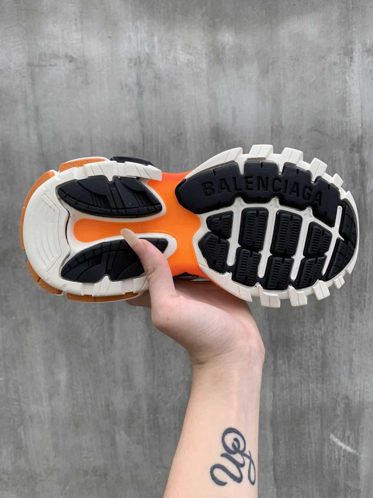 Giày Bata Balenciaga Track Cam Trắng mang lại thời trang năng động, cá tính và khác biệt