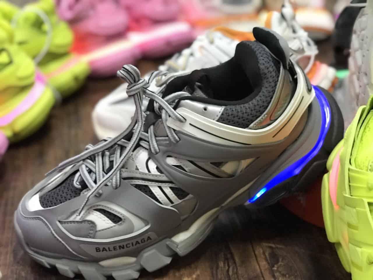 Giày thể thao phá cách Balenciaga Track Led Xám rep 1:1 mang lại điểm nhấn nổi bật, khác biệt