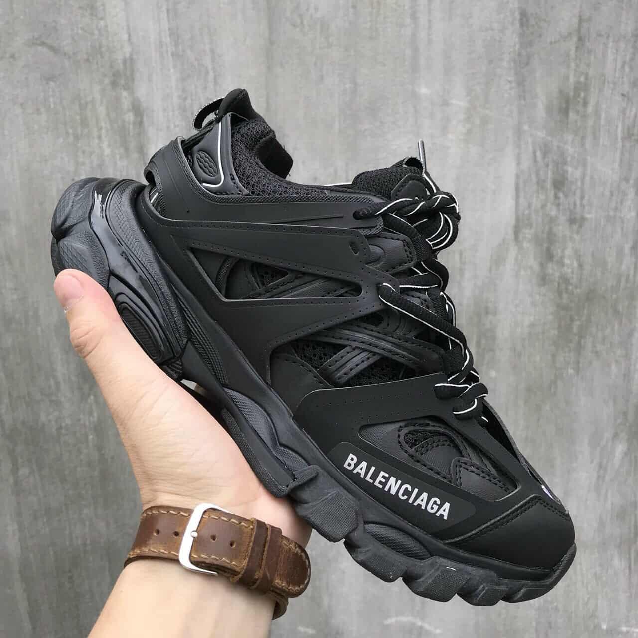 Giày Balenciaga Track Đen rep 1:1 có tông màu đơn giản, không cầu kỳ