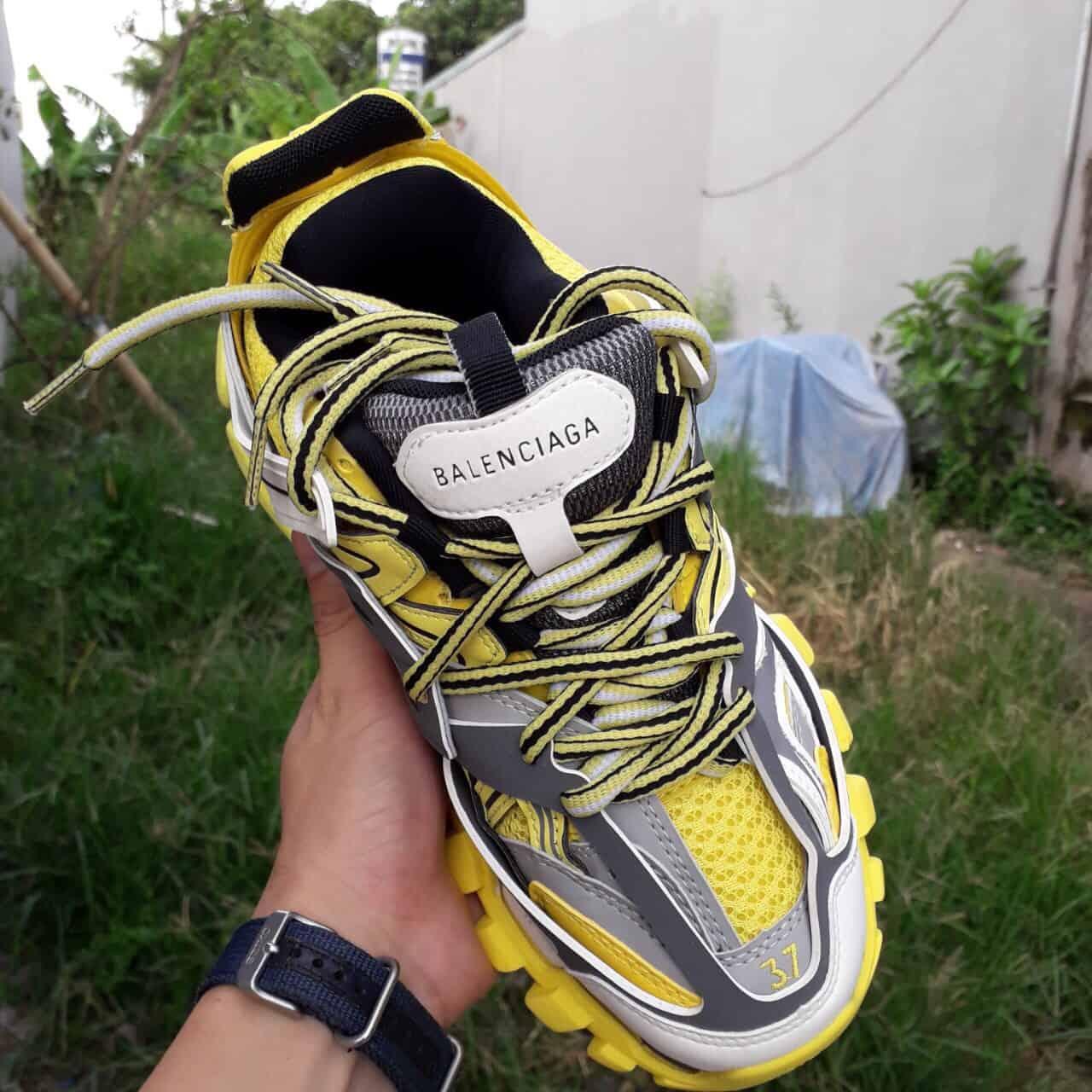 Giày thể thao Balenciaga Track Vàng replica mang đến sự cá tính và phong cách thời thượng