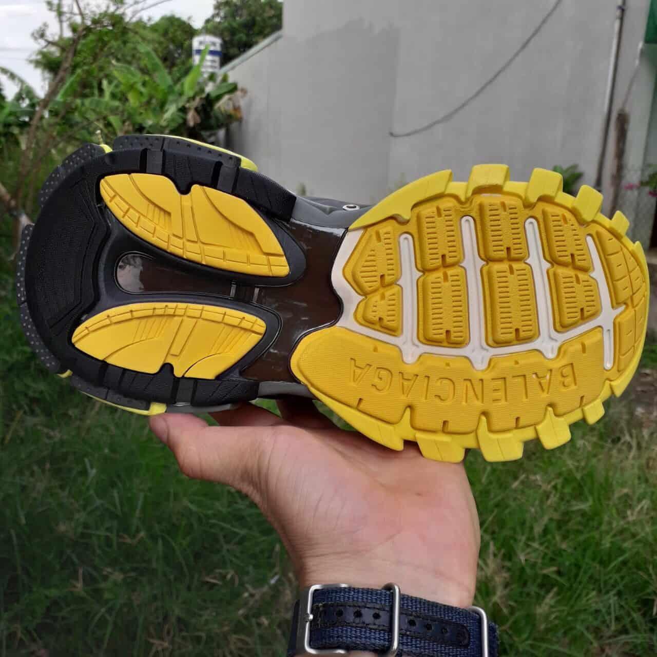 Giày thể thao Balenciaga Track Vàng là sự lựa chọn hoàn hảo cho dân sành chơi, phá cách