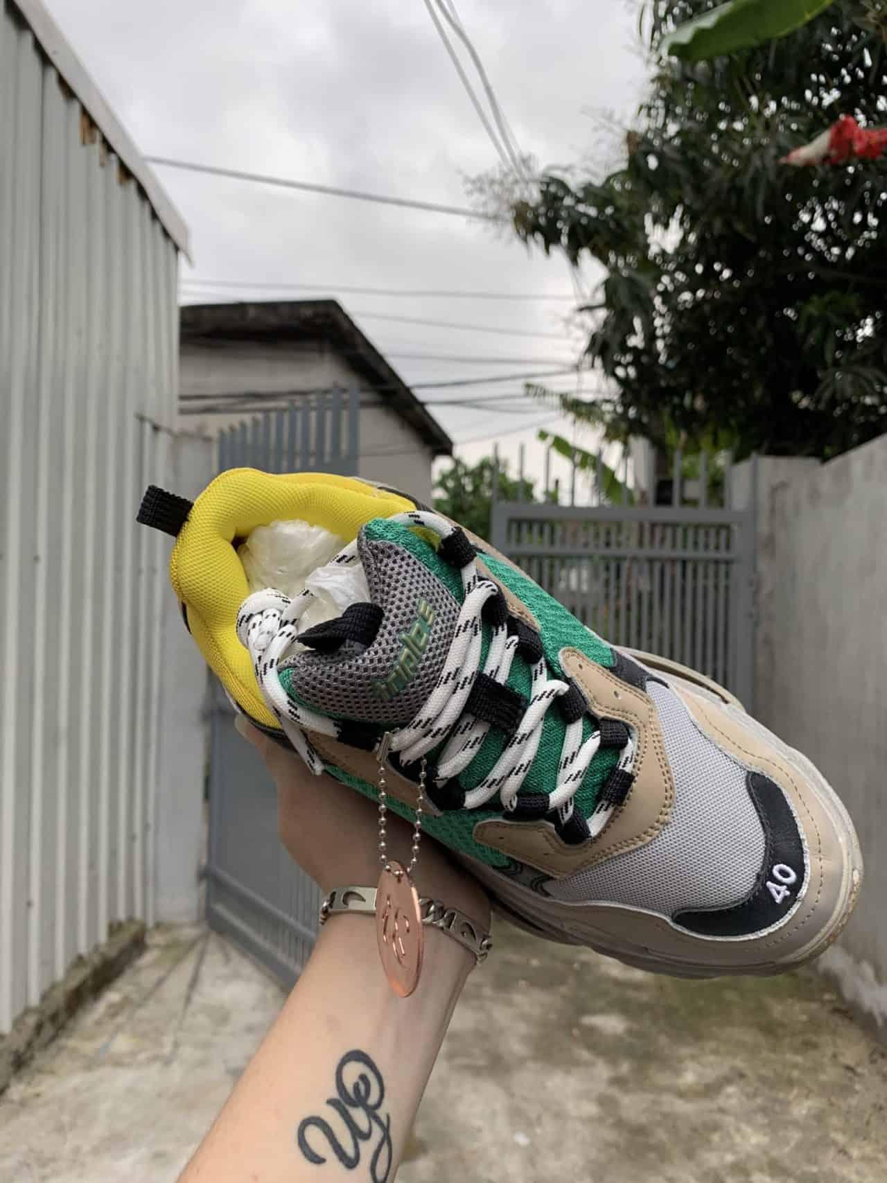 Giày Balenciaga có thiết kế phối trí màu sắc ấn tượng