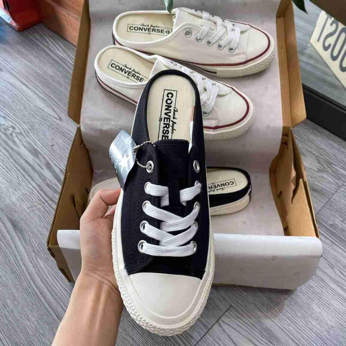 Dòng sản phẩm giày Sục Converse rep 1:1 mang phong cách tối giản, kết hợp 2 màu sắc đen trắng