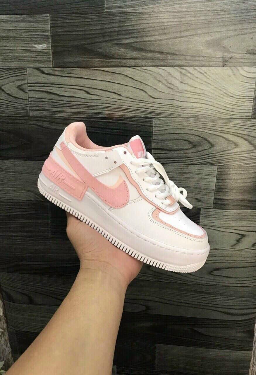 Form giày Nike Air Force 1 phiên bản hồng cứng cáp, miếng lót mịn, chống thấm mồ hôi cực đỉnh