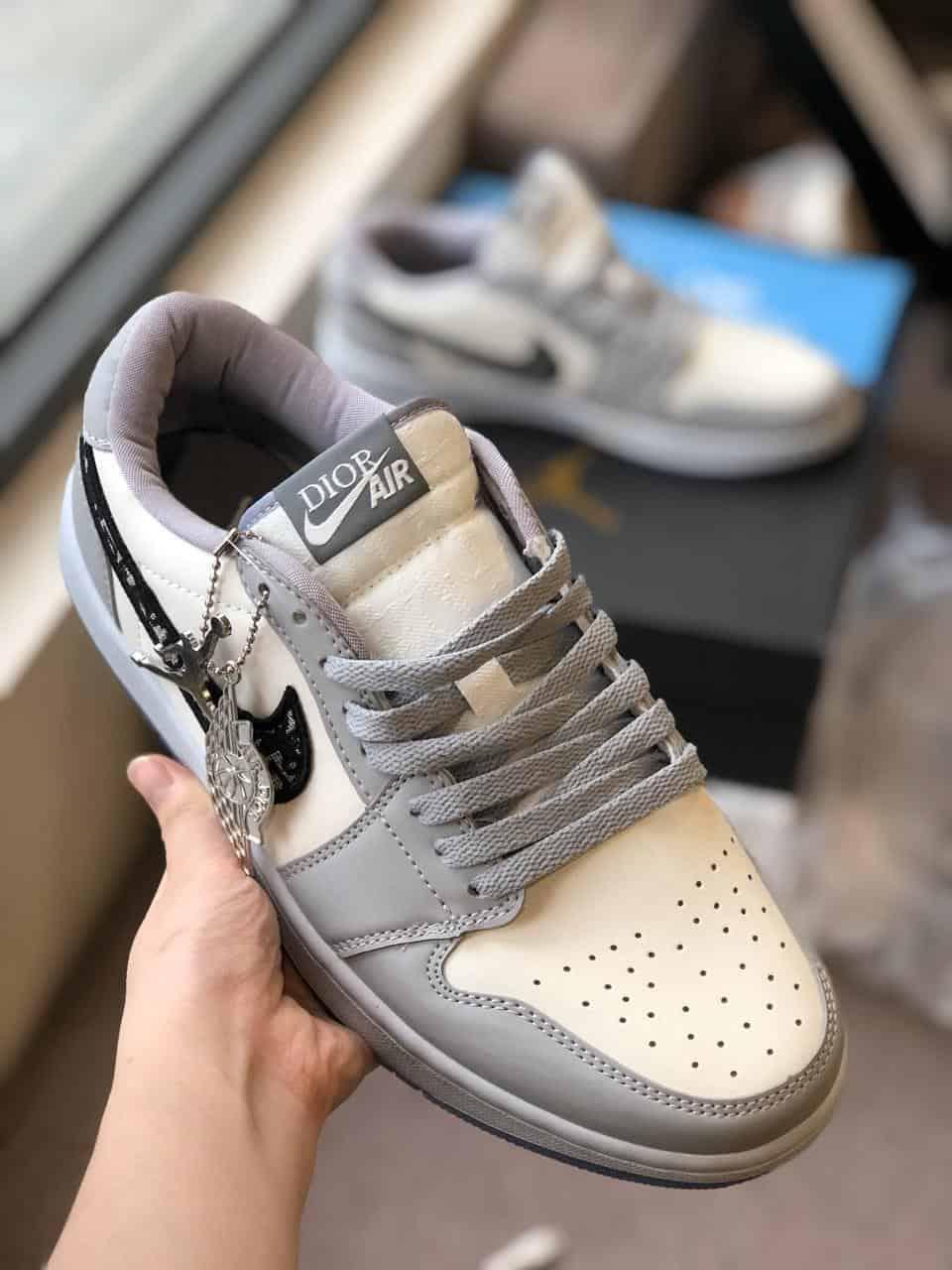 Giày Jordan Dior rep 1:1 dễ làm sạch, ít bị bám bụi