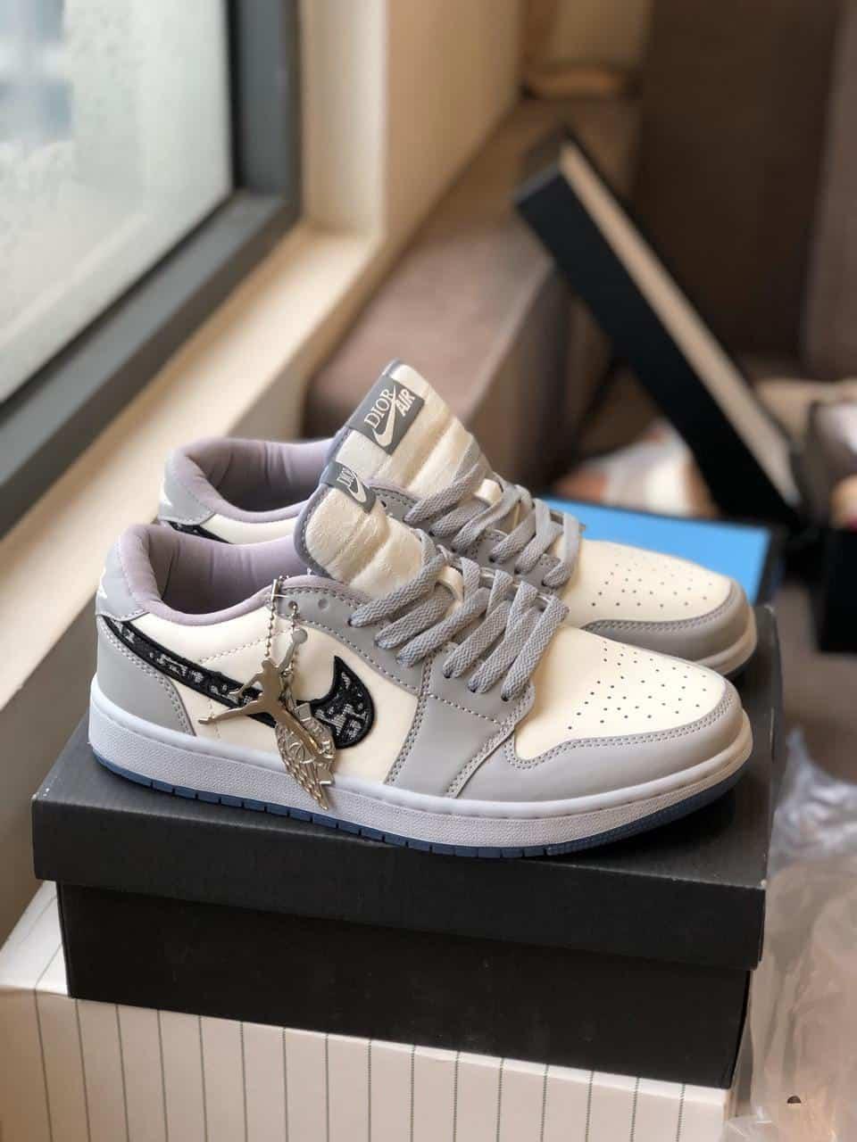 Giày Jordan Dior rep 1:1 là dòng sản phẩm được nhiều người săn đón