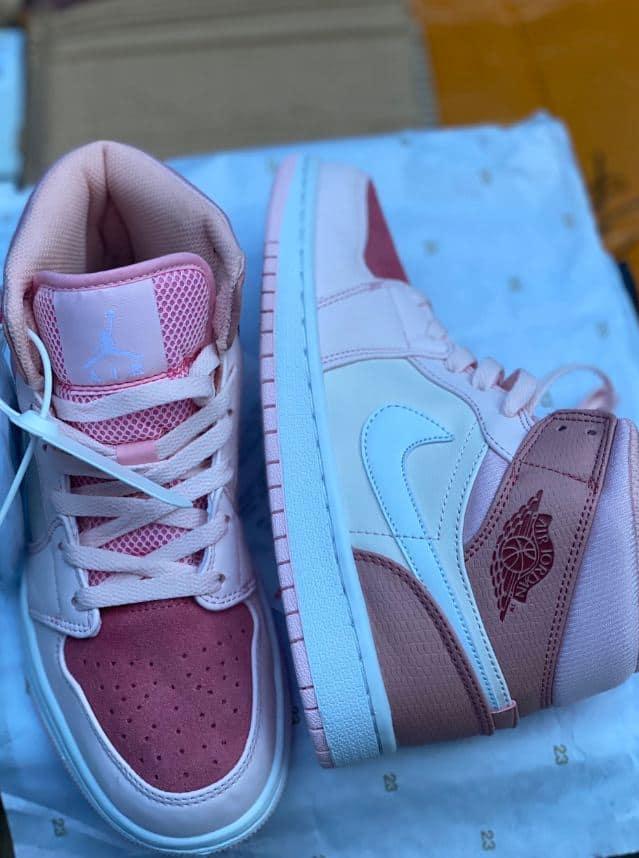 Giày Jordan 1 High Hồng rep 1:1 có thiết kế đẹp đỉnh của chóp