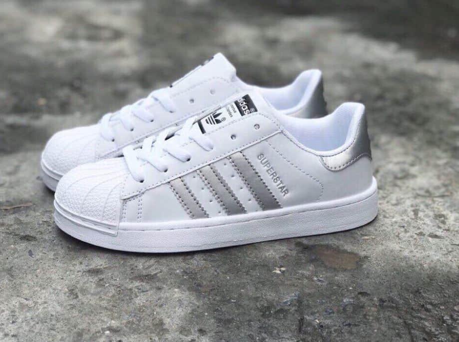Sử dụng giày Adidas Sò Trắng Bạc rep 1:1– Tránh xa tình trạng đau nhức