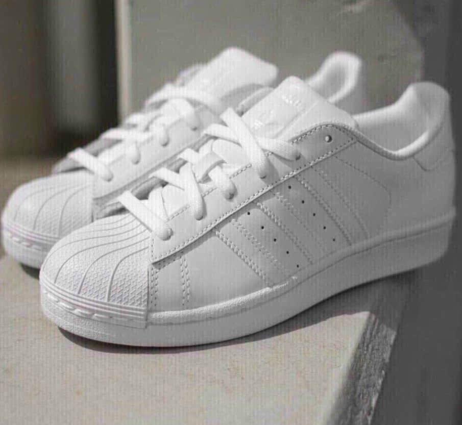 Giày Adidas Sò Trắng rep 1:1 bảo vệ đôi chân hoàn hảo