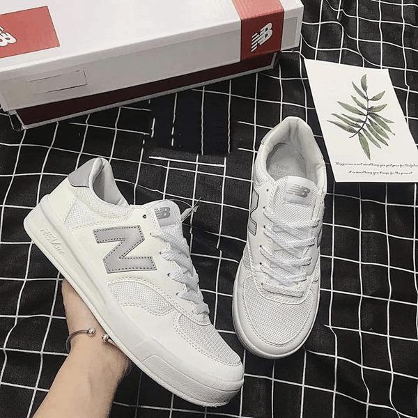 Mẫu giày sử dụng chất liệu da lộn và lưới