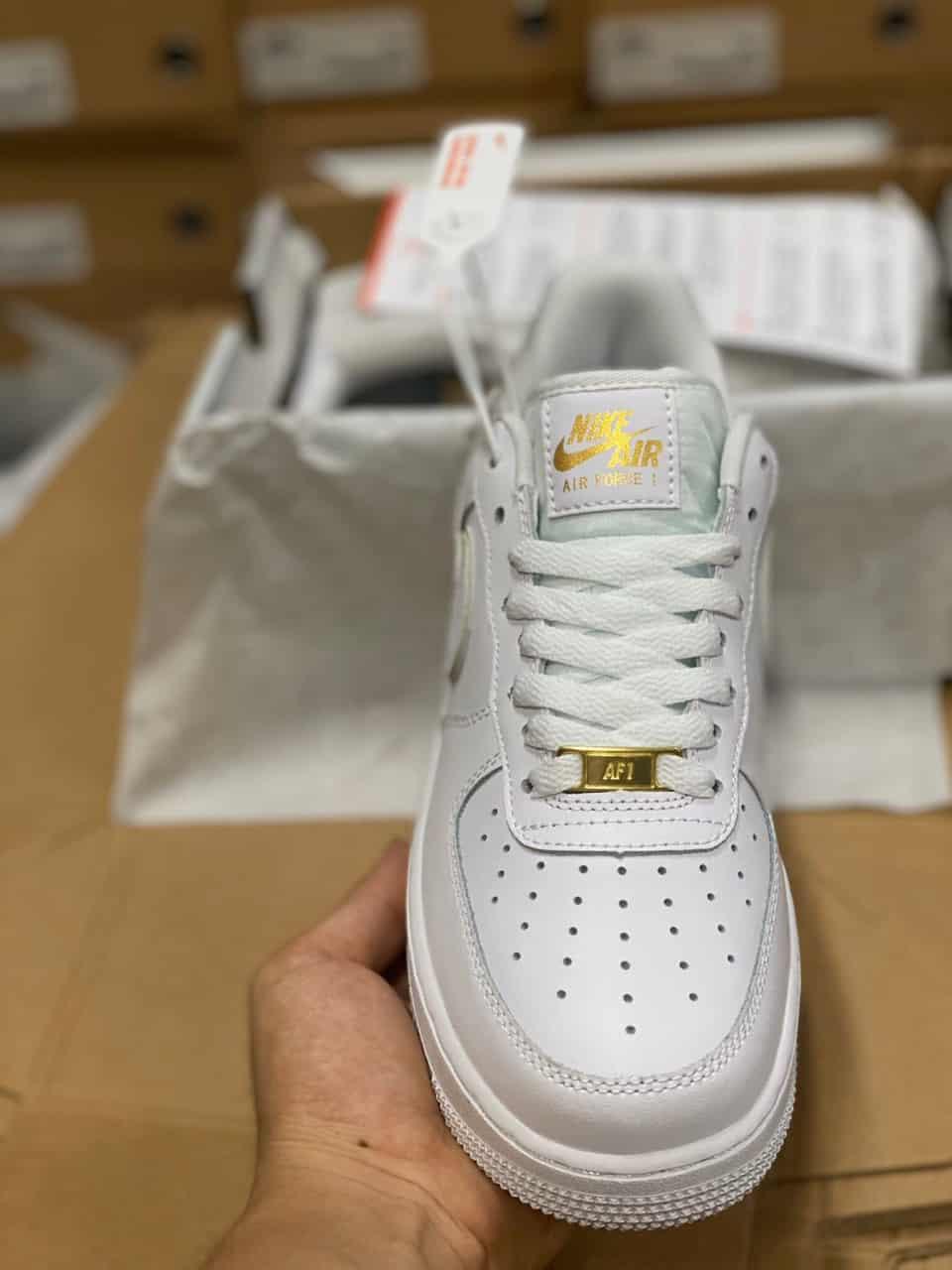 Giày thể thao Nike Air Force 1 Viền Vàng replica được nhiều giới trẻ lựa chọn