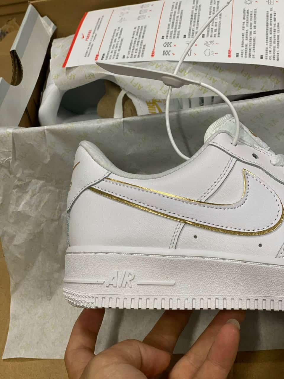 Đôi Bata Nike Air Force 1 Viền Vàng replica là siêu phẩm thời thượng