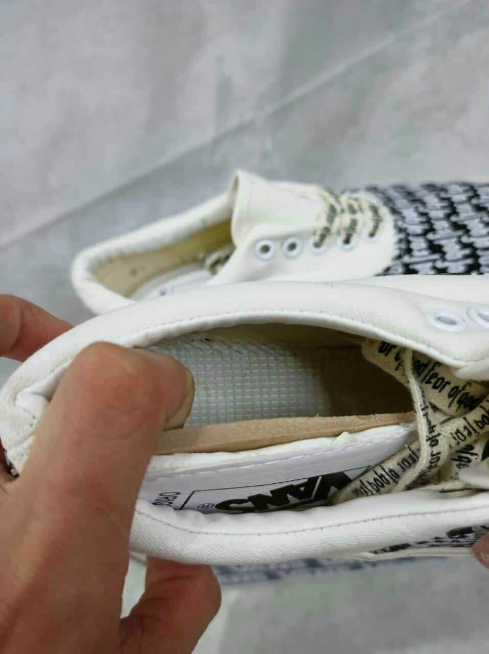 Sản phẩm sử dụng chất liệu vải Canvas mềm mại, êm ái, không gây đau chân