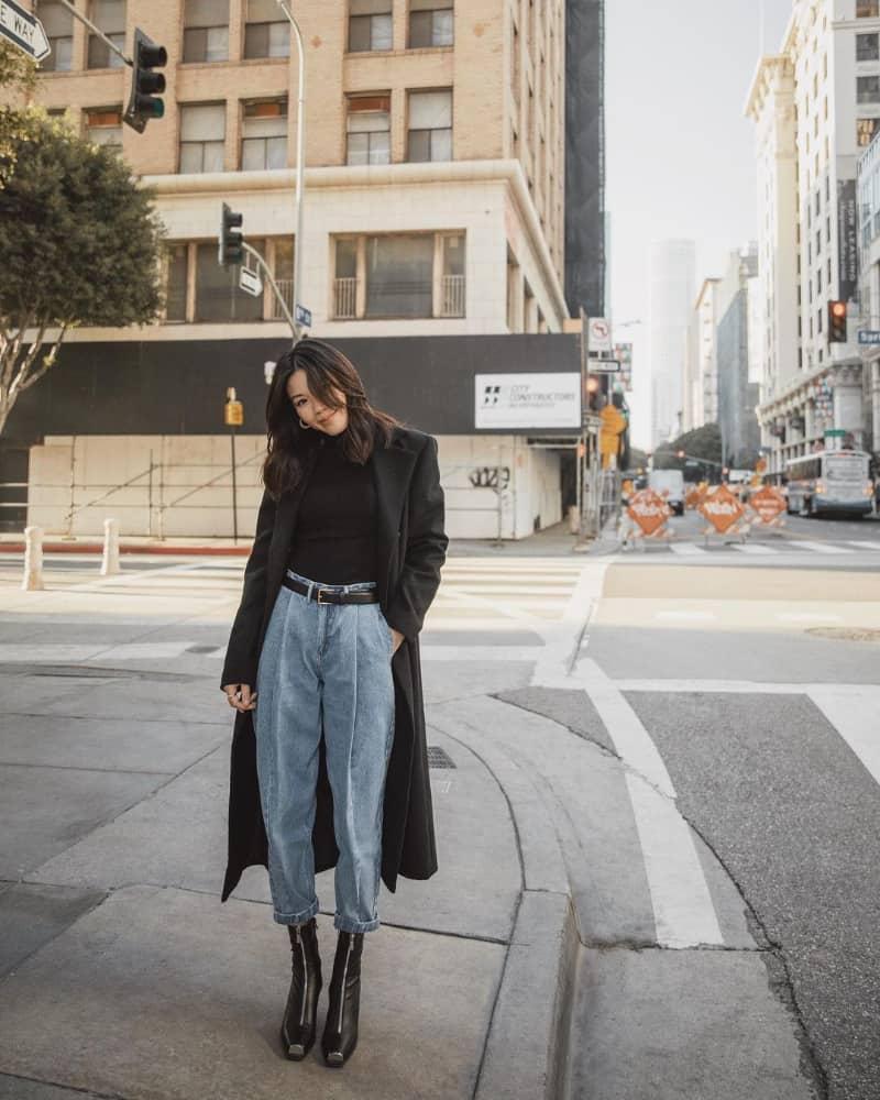 Kết hợp boot cổ thấp, quần jean và Áo dạ dài