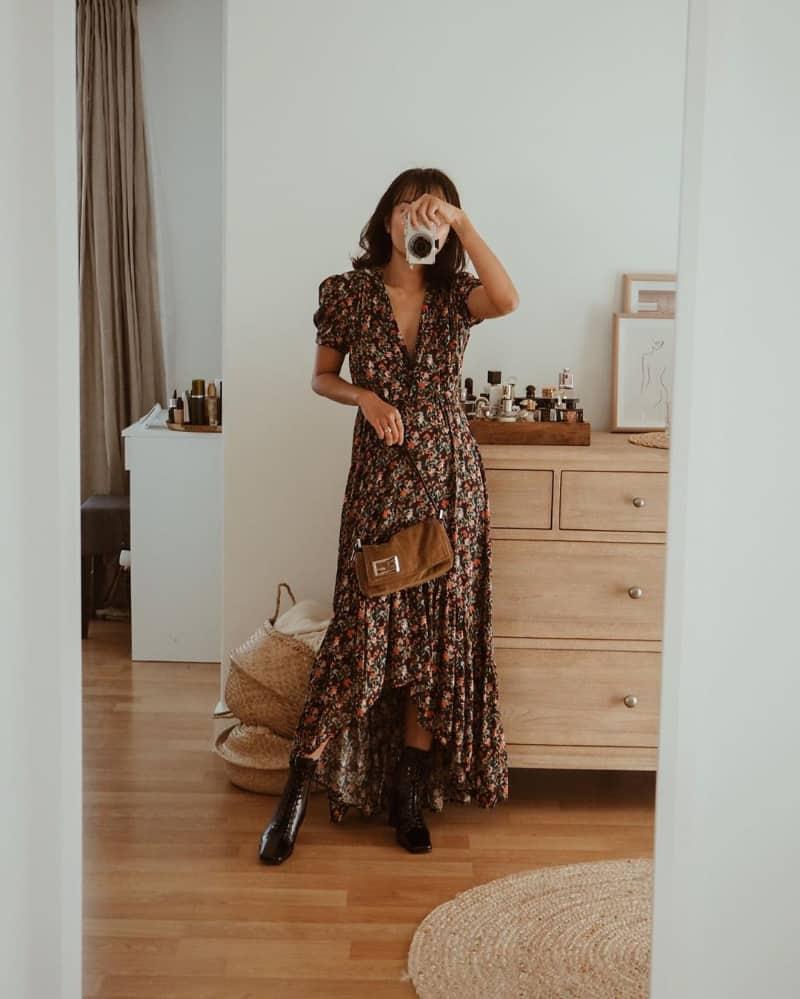 Boot cổ thấp và váy midi