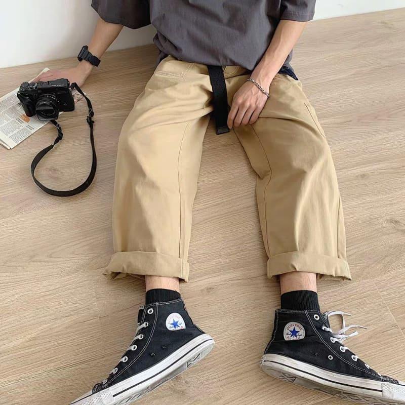 Phối quần ống suông với giày cổ cao Converse nam mang đậm phong cách bụi bặm