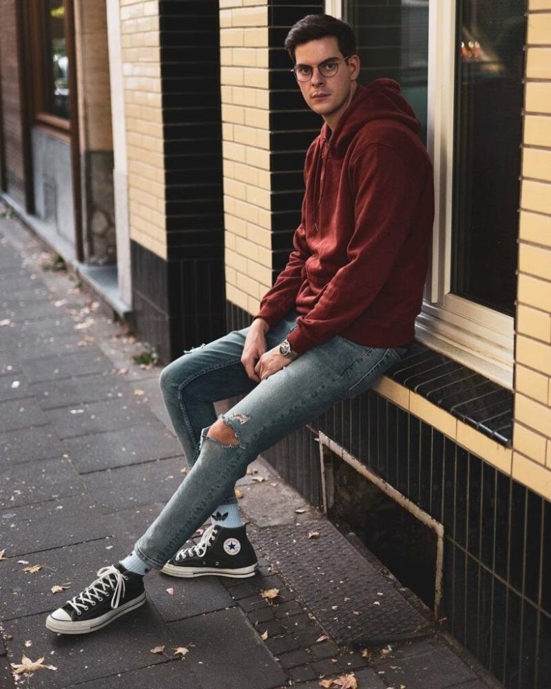 Quần jean cùng giày Converse nam thấp cổ tạo phong cách trẻ trung, năng động