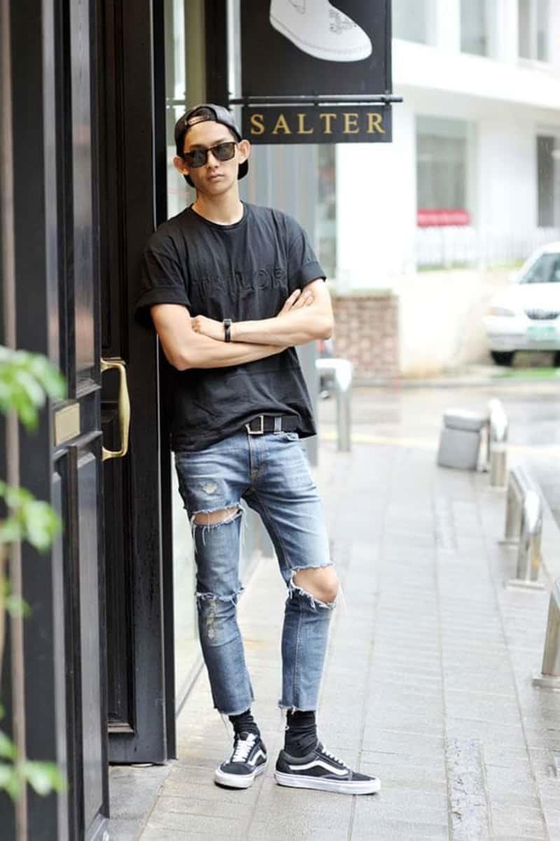 Sự kết hợp hoàn hảo của giày Vans với quần jean và áo phông giúp bạn tự tin