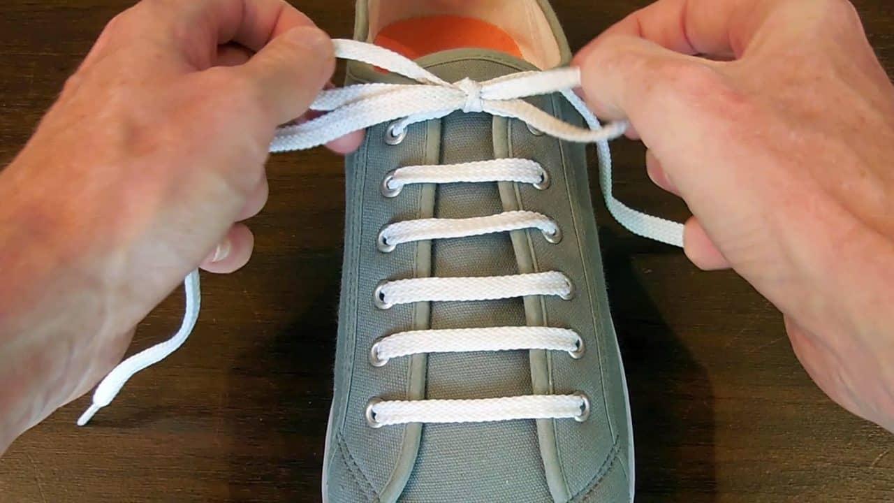 Xỏ dây giày kiểu hình ngang