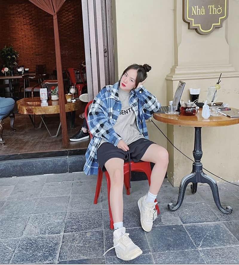 Mang giày Jordan 4 với quần short